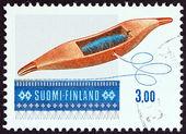 """Finlândia - por volta de 1979: Um selo imprimido na Finlândia desde a """"Arte de tecelagem"""" questão mostra tecelagem transporte de carro, por volta de 1979. — Fotografia Stock"""