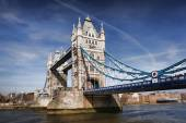 Célebre tower bridge en londres, inglaterra — Foto de Stock