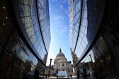 St Paul Cathedral in London against modern buildings, England — Stock Photo