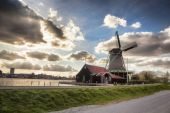 Dutch windmills with canal close the Amsterdam, Holland — Стоковое фото