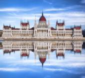 Budapest with parliament against Danube river in Hungary — Stock Photo