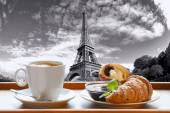 Coffee with croissants against Eiffel Tower in Paris, France — Foto Stock