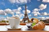 Coffee with croissants against Eiffel Tower in Paris, France — Photo