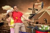 Couple Taking Selfie against  windmills in Zaanse Schans, Amsterdam — ストック写真