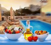 Greek salad on Santorini island in Greece — Stock Photo