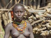 Portrait of Dassanech girl. Omorato, Ethiopia. — Stock Photo