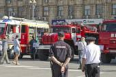 Fire engines at the exhibition stand under the open sky on the forecourt of Volgograd — Foto de Stock