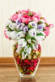 Beautiful candy bouquet in a vase with rose petals — Stock Photo
