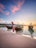 Sunset with colorful sky and boat on the beach — Stock Photo