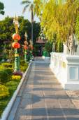 Thai temple garden — Stock Photo
