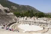 Tourists on the benches and the stage of the ancient theater in Ephesus — Stock Photo