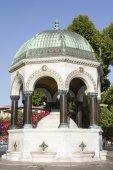 Стамбул - 5 июля: Немецкий фонтан, расположенный на площади Султанахмет на 5 июля 2014 г. в Стамбуле. — Стоковое фото