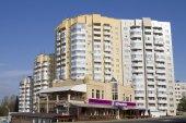 New residential area in Pyatigorsk and mountain Beshtau the background — Stock Photo