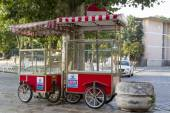 Empty mobile shopping stalls in the morning deserted streets of Istanbul — Stock Photo