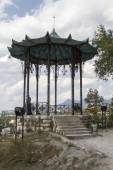 Gazebo in Chinese style on top of a mountain on September 13, 2014 in Pyatigorsk. — Stock Photo