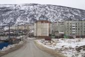 MAGADAN, RUSSIA - DECEMBER 22: Old Soviet barracks on the shores of the Sea of Okhotsk in Magadan on December 22, 2014 in Magadan. — Zdjęcie stockowe