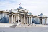 ULAANBAATAR, MONGOLIA - FEBRUARY 1: Government House on Sukhbaatar Square on February 1, 2015 in Ulaanbaatar. — Foto de Stock