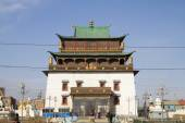 ULAANBAATAR, MONGOLIA - FEBRUARY 1: Temple Megdzhid-Dzhanrayseg on the territory of the Buddhist monastery Gandantekchinling (Gandan) on February 1, 2015 in Ulaanbaatar. — Stock Photo