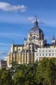 阿尔穆德纳大教堂、 马德里 — 图库照片