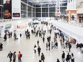 Passengers inside of Seoul Station. — Foto de Stock