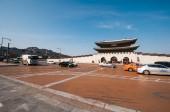 The photo of traffic at the Gwanghwamun Gate — Stock Photo