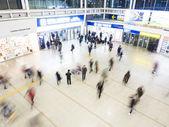 ソウル駅の中の乗客. — ストック写真