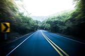 Cesta s rozmazání pohybem — Stock fotografie