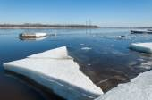 River With Broken Ice.energy pillars.  ice hummocks on the river — Stock Photo