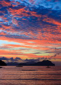 Sunset on a tropical island. El Nido. Philippines. — Stock Photo