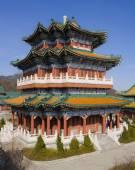 Buddhist temple at the Heavenly Mountain. Zhangjiajie. China. — Fotografia Stock