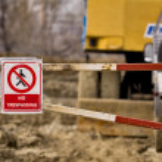 Pedestrian no trespassing sign near a construction site — Stock Photo #62915315