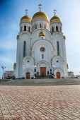 White church with dome in Russia — Stock Photo