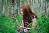 Young women in the forest — Stock Photo
