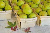 Pears at the market — Stock Photo