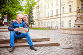 Couple travel by old European cities — Stock Photo