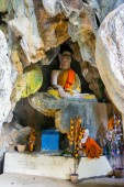 Buddhist statue in a cave, Vang Vieng — Stock Photo