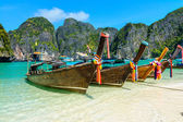 Long-tail boats in Maya Bay, Thailand — Foto Stock