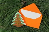 Letter to Santa Claus, envelope with gingerbread on fir tree — Photo