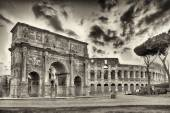 Arch of Constantine and The Colosseum, Rome — Stock Photo