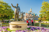 Walt Disney and Mickey Mouse Statue at Disneyland Park — Stock Photo