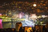 Fireworks over the night a beautiful city — Stock Photo