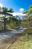 Curved asphalt road in high mountains of Crimea — Stock Photo