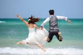 Happy just married young couple celebrating and have fun at beac — Photo