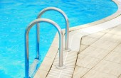 Steps in water pool — Stock Photo