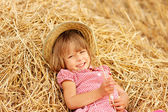 Menina no campo — Fotografia Stock