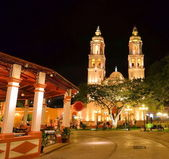 CAMPECHE, MEXICO - FEBRUARY 17,2014: night view of main square in Campeche, Mexico — Stock Photo