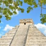 Chichen Itza Kukulkan temple pyramid Mexico — Stock Photo #54071861