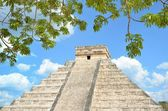 Chichen Itza Kukulkan temple pyramid Mexico  — Stock Photo