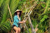 Woman on monkey bridge in Vietnam — Stock Photo