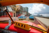 Old classic cars used as taxis in Havana, capital of Cuba — Stock Photo